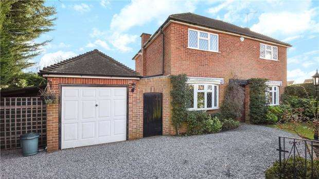 3 Bedrooms Detached House for sale in Glebe Lane, Sonning, Reading