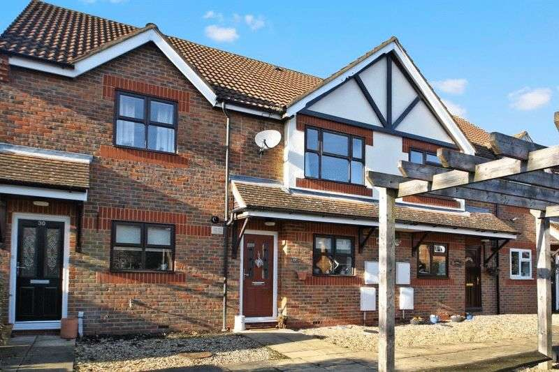 2 Bedrooms Terraced House for sale in Lyndon Gardens, High Wycombe