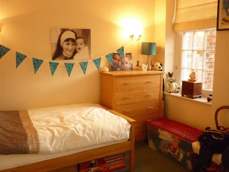 2 Bedrooms Apartment Flat for sale in Serotine Close, Knowle, Fareham, Hampshire
