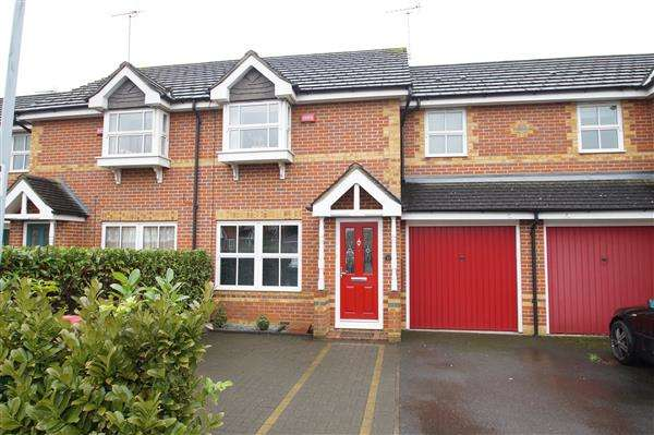 3 Bedrooms Terraced House for sale in Moundsfield Way, Cippenham, Slough