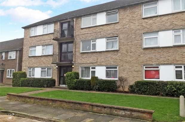 2 Bedrooms Flat for sale in Bridle Close, Enfield, Greater London