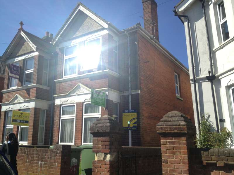 6 Bedrooms Detached House for rent in Wilton Avenue,