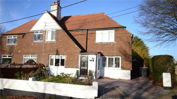 3 Bedrooms Semi Detached House for sale in The Street, Tongham, Farnham