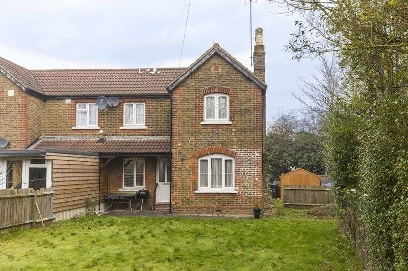 3 Bedrooms Semi Detached House for sale in Theobalds Park Road, Enfield
