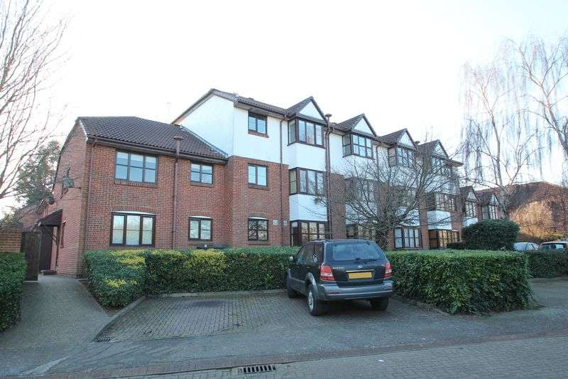 2 Bedrooms Flat for sale in Swallow Close, Greenhithe