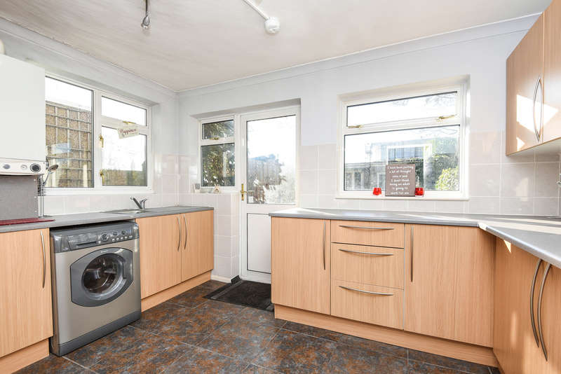 3 Bedrooms Terraced House for sale in Rochford Way, Croydon