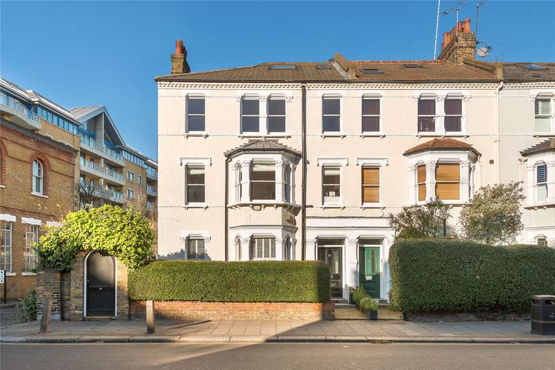 2 Bedrooms Maisonette Flat for sale in Parkgate Road, London, SW11