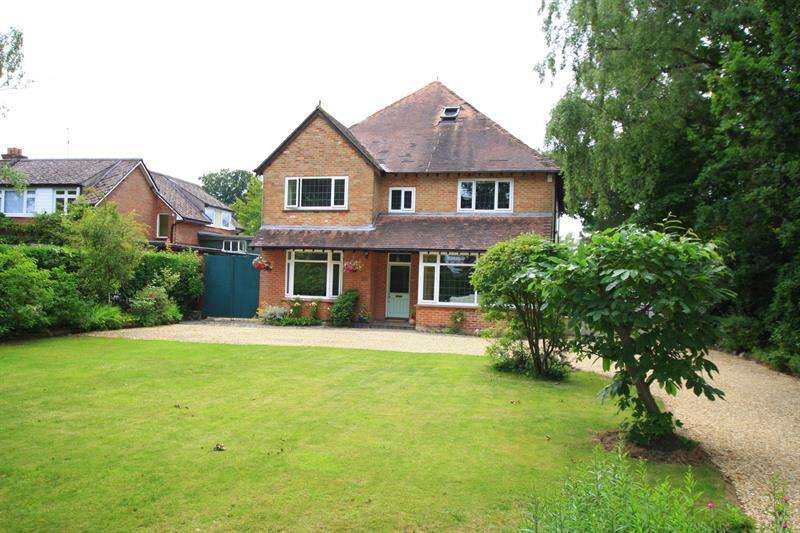 6 Bedrooms Detached House for sale in Ringwood Road, FERNDOWN