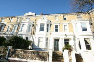 2 Bedrooms Flat for sale in Enys Road, Eastbourne, East Sussex