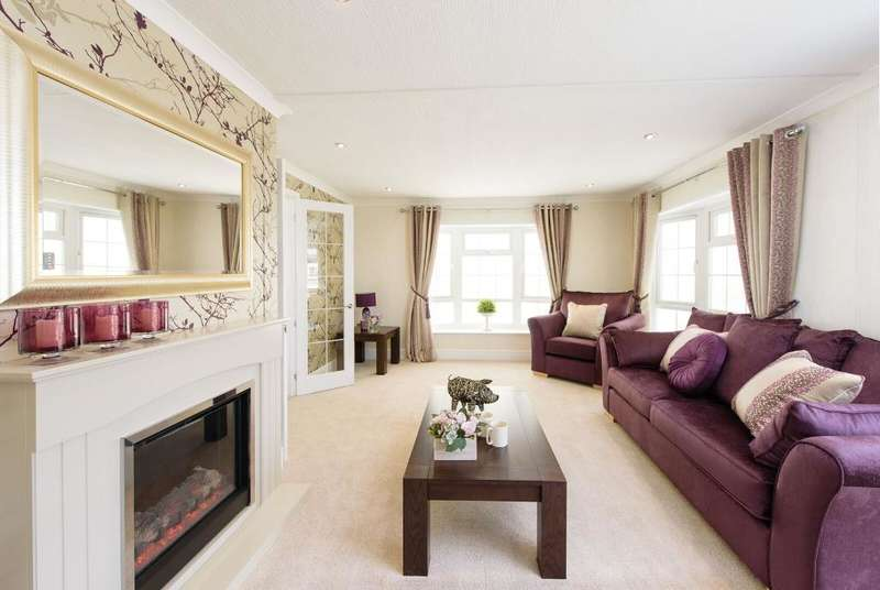 2 Bedrooms Mobile Home for sale in West Moors, Bournemouth, Dorset, BH22 0BW