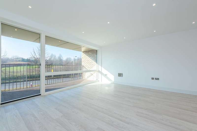 2 Bedrooms Flat for sale in Lakeside Drive, Park Royal, NW10