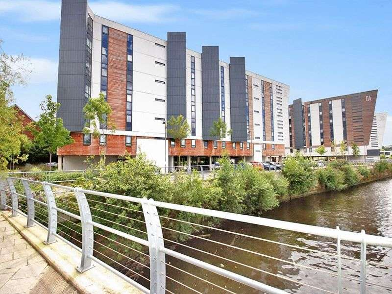 2 Bedrooms Flat for sale in The Decks, Runcorn