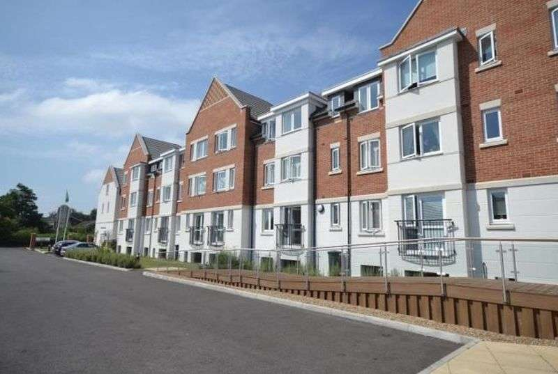 1 Bedroom Flat for sale in Crayshaw Court: **PRICE RECENTLY REDUCED** PRESENTED AS NEW MUST BE VIEWED