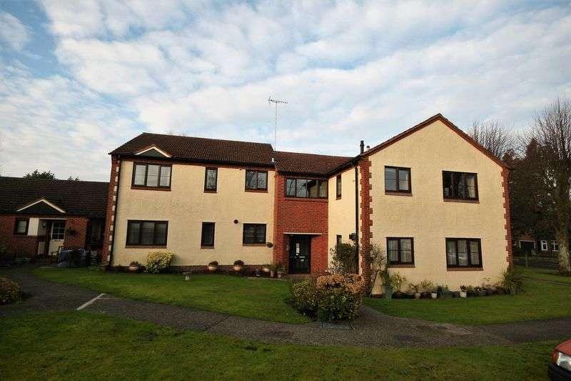 2 Bedrooms Flat for sale in Avon Road, Farnham