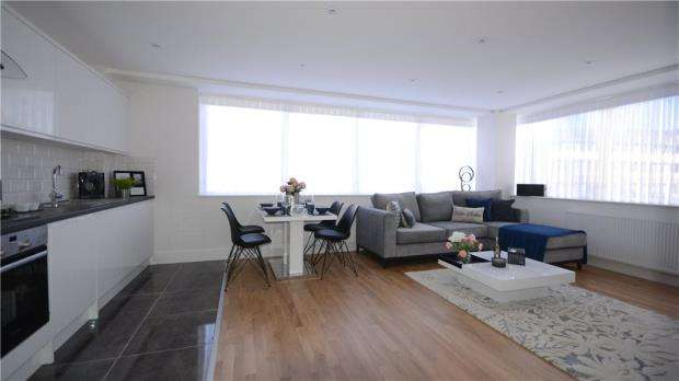2 Bedrooms Apartment Flat for sale in London Road, Bracknell