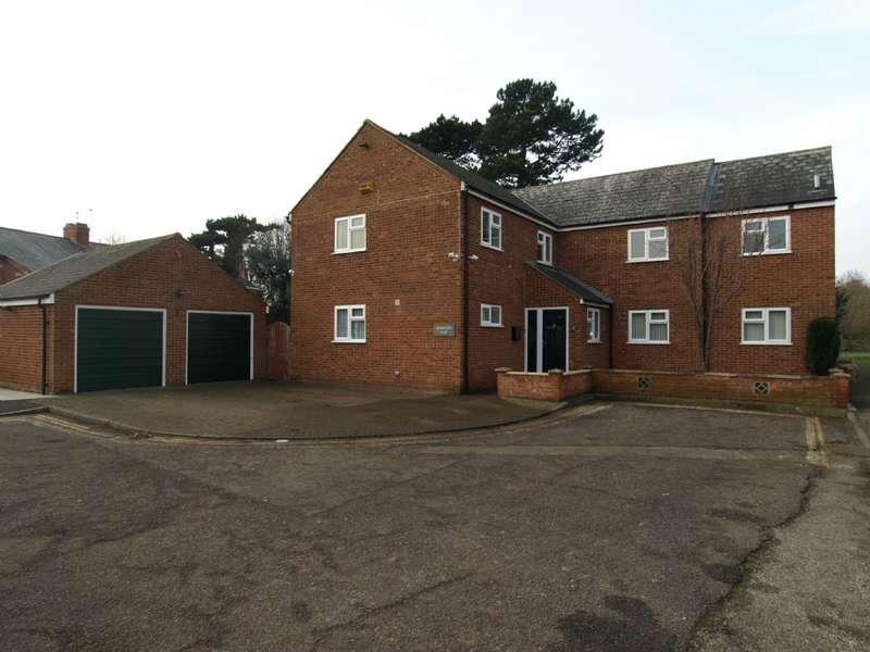 6 Bedrooms Detached House for sale in Castle Meadow Close, Newport Pagnell, Buckinghamshire