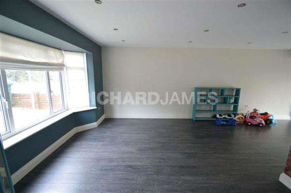4 Bedrooms House for sale in Wise Lane, London