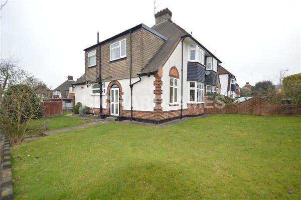 3 Bedrooms Semi Detached House for sale in Marsh Lane, London
