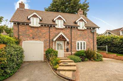 4 Bedrooms Detached House for sale in Dillons Gardens, Lytchett Matravers, Poole