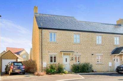 3 Bedrooms Semi Detached House for sale in Lysander Way, Moreton In Marsh, Cheltenham, Gloucestershire
