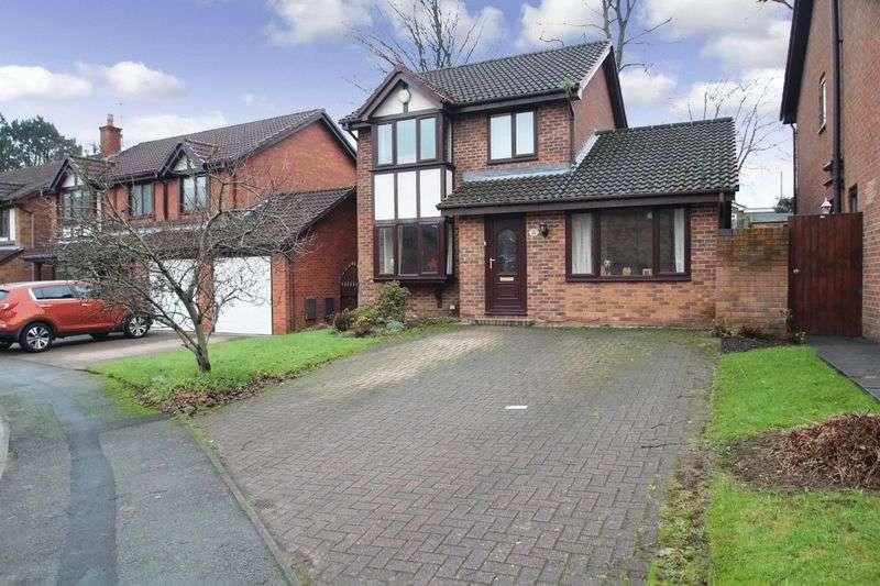 3 Bedrooms Property for sale in The Green, Castleton OL11 3NU