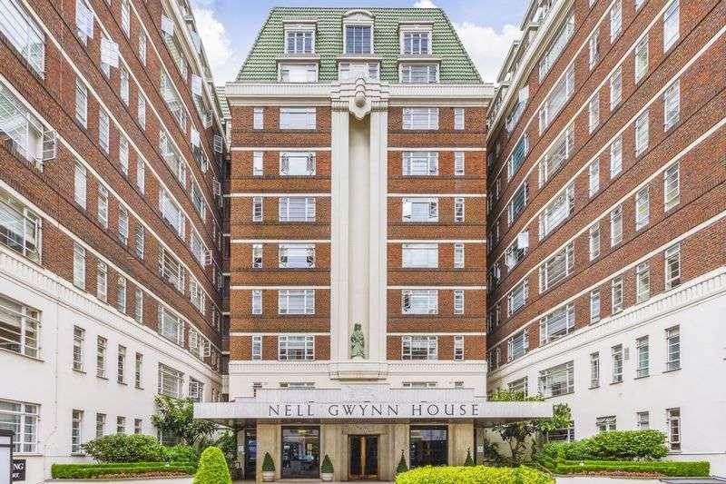 Flat for sale in Sloane Avenue, London