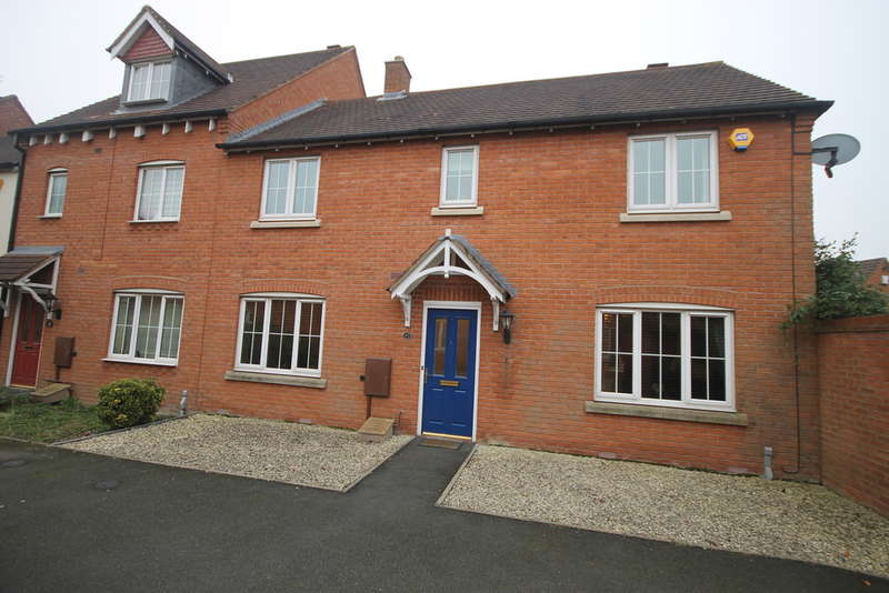 4 Bedrooms Town House for sale in Paddock Way, Hinckley
