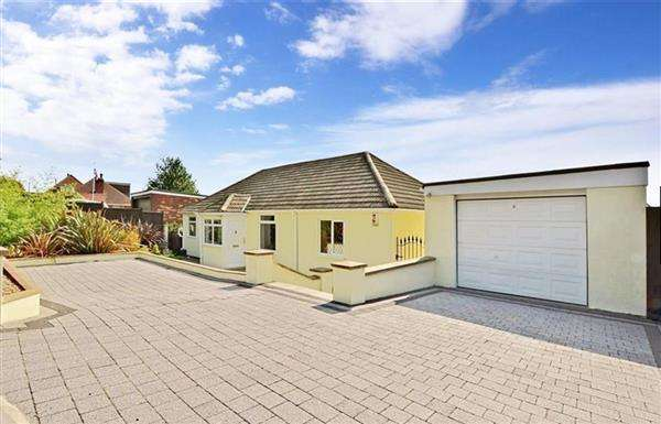 3 Bedrooms Bungalow for sale in Rochester Road, Cuxton