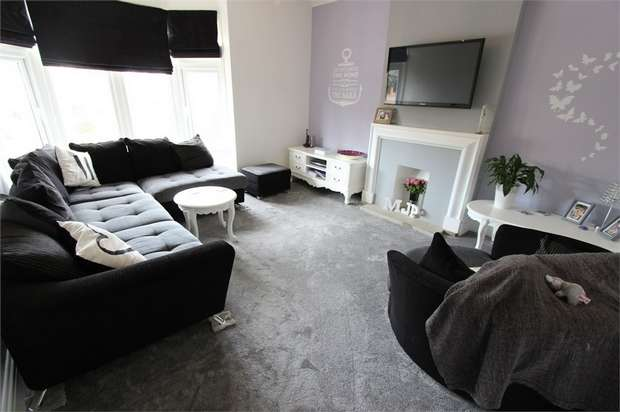 2 Bedrooms Flat for sale in Burnham Road, LEIGH-ON-SEA, Essex
