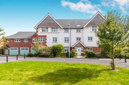 2 Bedrooms Flat for sale in Roseway Avenue, Cadishead, Manchester, Greater Manchester