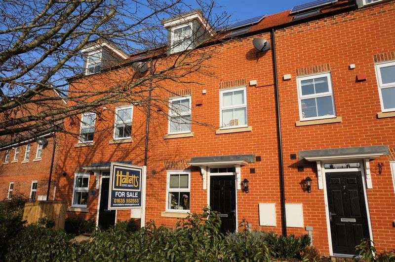 3 Bedrooms Terraced House for sale in Odiham Drive Speen