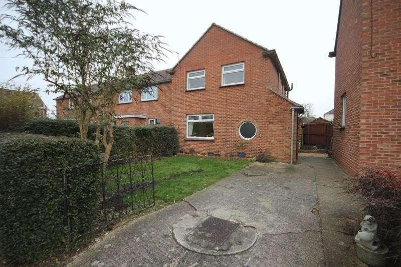 3 Bedrooms Terraced House for sale in Fullers Close, Melksham