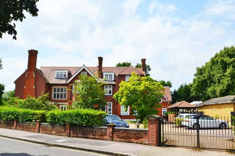 2 Bedrooms Flat for sale in Rodway Road, Bromley