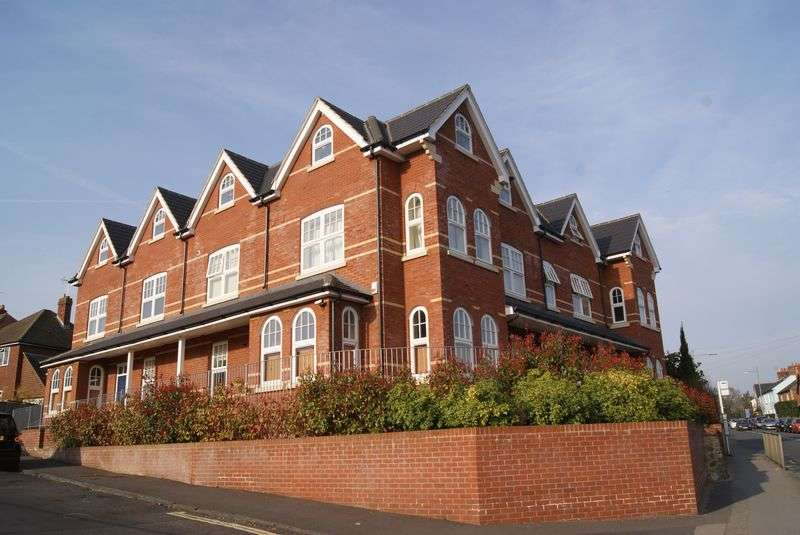 2 Bedrooms Flat for sale in Hale Road, Farnham