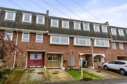 3 Bedrooms Town House for sale in Wickford, Essex
