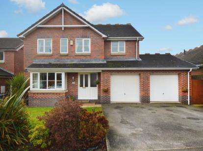 4 Bedrooms Detached House for sale in Poplar Grove, Ravenfield, Rotherham