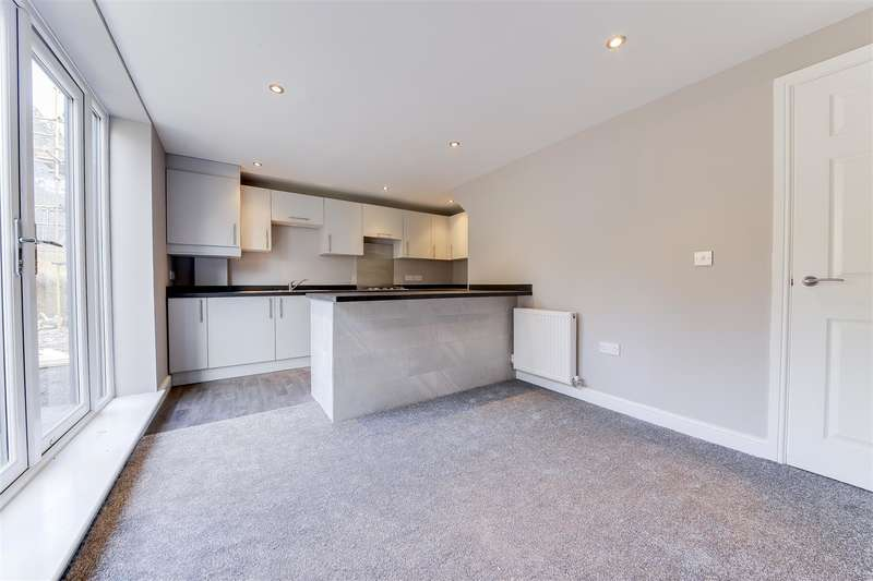 3 Bedrooms Semi Detached House for sale in Waingate Road, Rawtenstall, Rossendale