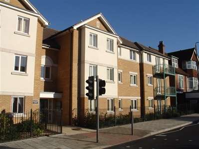 2 Bedrooms Flat for sale in High Road, Harrow Weald
