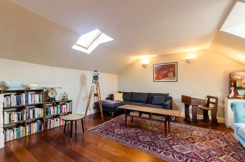 2 Bedrooms Flat for sale in College Green Court, Brixton, SW9