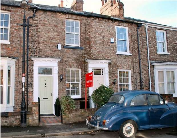 2 Bedrooms Terraced House for sale in Alma Terrace, Fulford, YORK