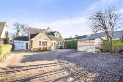 3 Bedrooms Bungalow for sale in Collin Close, Willersey, Broadway, Worcestershire