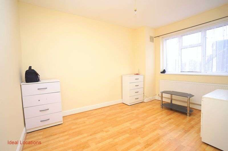 2 Bedrooms Flat for sale in Morland Road, London E17
