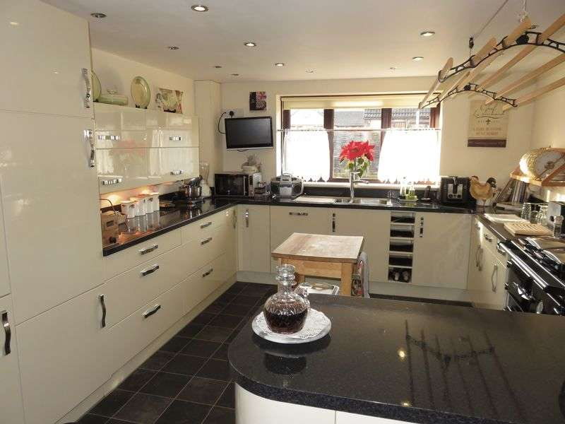 4 Bedrooms Semi Detached House for sale in Abbey Mews, Tatworth