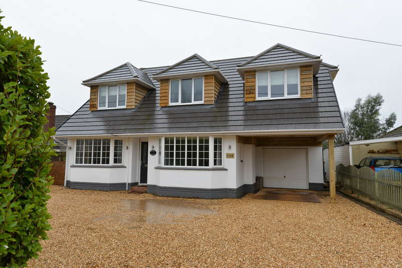4 Bedrooms Chalet House for sale in Everton Road, Hordle