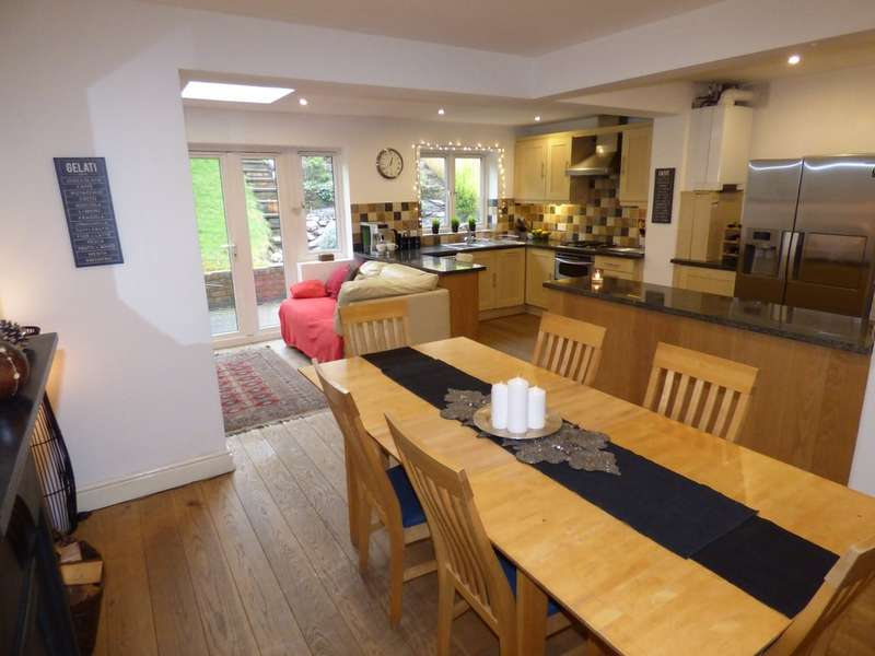 4 Bedrooms Semi Detached House for sale in Wathen Road, Leamington Spa