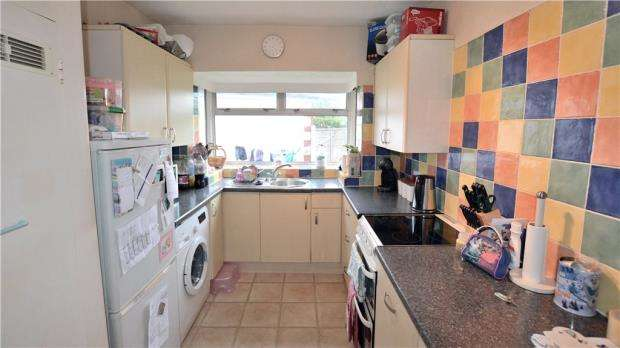 2 Bedrooms Maisonette Flat for sale in Churchill Close, Hillingdon, Middlesex