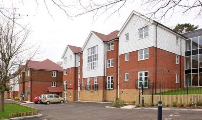 2 Bedrooms Flat for sale in Ridgeway Court: RARELY AVAILABLE GROUND FLOOR, SOUTH FACING WITH TWO JULIET BALCONIES
