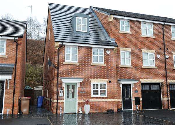3 Bedrooms Town House for sale in 157 Roseway Avenue, Cadishead M44 5GH