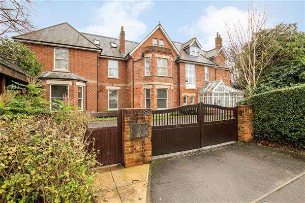 2 Bedrooms Flat for sale in Cavendish Road, Bournemouth