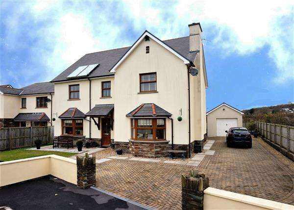 6 Bedrooms Detached House for sale in Clos Y Wennol, PORTHYRHYD, Carmarthen